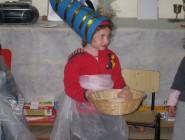 הגננת מלווה מפגש פעיל של הילדים, בת פרעה