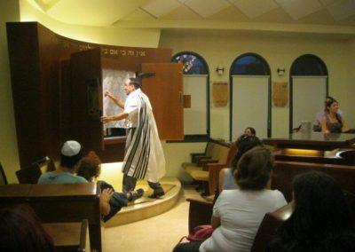 ביקור בבית הכנסת - גנים דמוקרטים במודיעין